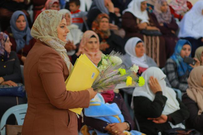 بلدية بيت أولا تكرم الامهات في البلدة والعاملات في البلدية